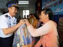 Cảnh sát biển Vùng III giúp dân vùng tâm bão số 12