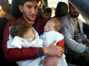 Người cha vĩnh biệt 2 con sinh đôi sau vụ tấn công hóa học ở Syria
