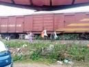 """Người dân treo lên thành tàu hỏa, gửi """"Rác Hương Khê đi Sài Gòn"""""""