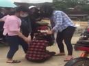 Nữ sinh THPT bị đánh túi bụi trong sự cổ vũ của nhiều học sinh