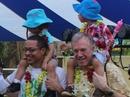Cả gia đình Đại sứ Mỹ dự lễ hội dành cho người đồng tính