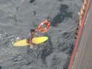 Sống sót kỳ diệu sau 16 giờ lênh đênh trên biển