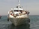 Tàu siêu tốc chết máy giữa biển, 78 khách hoảng loạn