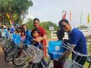 Xây cầu, tặng xe đạp cho bà con Bạc Liêu