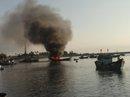 Cháy 2 tàu cá hơn 8 giờ liền, thiệt hại trên 7 tỉ đồng
