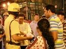 Clip: Hai du khách Ấn Độ bị cướp, từ chối nhận tiền giúp đỡ
