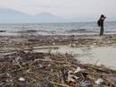 Hơn 1 km bờ biển Đà Nẵng tràn ngập hàng trăm tấn rác