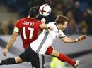 Anh, Đức khẽ chạm vào vé World Cup