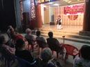 NS Châu Thanh quỳ hát tại Khu dưỡng lão nghệ sĩ