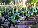 Màn trình diễn Yoga của 4.000 người trên phố đi bộ Hồ Gươm