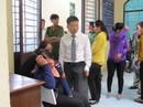 Vợ đàn em Năm Cam đại náo tòa án