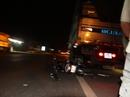 Tông đuôi xe tải đỗ bên đường trong đêm, 1 người nguy kịch