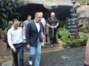 Ngoại trưởng Nga Sergey Lavrov thưởng thức bánh xèo, nem lụi ở Đà Nẵng