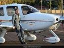 18 tuổi, lập kỷ lục lái máy bay vòng quanh thế giới