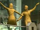 """Cặp sao """"La La Land"""" được dựng tượng vàng"""