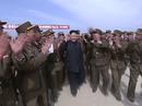 Video ông Kim Jong-un cười tươi trong lúc thị sát tập trận