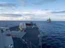 Trung Quốc xua đuổi tàu chiến Mỹ áp sát đảo nhân tạo xây trái phép