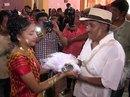 """Mexico: Thị trưởng cưới """"cô dâu"""" cá sấu để cầu may"""
