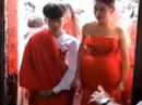 Cô dâu 13 tuổi ôm bụng bầu làm đám cưới gây sốt