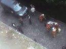 Xe lao vào binh sĩ tuần tra tại ngoại ô Paris