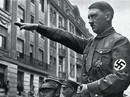 Đức: Chào kiểu Hitler, du khách Mỹ bị đấm liên tục