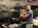 Mỹ: Chủ nhà hàng gốc Việt nấu 1.000 suất ăn cho nạn nhân bão