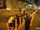 Lắp dải phân cách cứng phân làn cho xe buýt nhanh trong đêm
