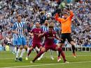 Thắng vất vả tân binh Brighton, Man City lên đầu bảng