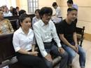NSƯT Nguyễn Công Ninh yểm trợ tinh thần cho Ngọc Trinh tại Tòa