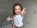 Bệnh hiếm gặp khiến bé gái ngã 100 lần mỗi ngày