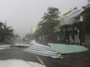Phú Yên ách tắc, 6 người chết, mất tích vì bão số 12