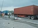 Bị container tông, 2 cha con thương vong sau khi về quê lên