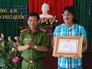 Khen thưởng người bắt tên trộm 600 triệu đồng ở Phú Quốc
