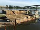Bắt giữ hai ghe hút cát lậu trên sông Thu Bồn
