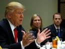 Tổng thống Trump bị nội công, ngoại kích