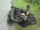 Đổ xăng chạy được 1 đoạn, xe máy bốc cháy dữ dội