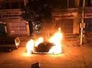 Nghi án xe Mercedes trị giá 2 tỉ đồng bị đốt trong đêm