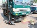 Chết thảm dưới gầm xe tải sau khi băng qua đường