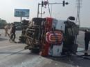 Xe đi đám tang tông xe 4 chỗ, 22 người bị thương
