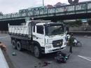 Xe ben kéo lê cả người và xe máy ở ngã tư Linh Xuân