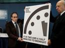 """Đồng hồ tận thế báo """"nửa đêm"""" diệt vong chỉ còn cách 2 phút"""