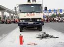 Xe máy cháy ngùn ngụt sau khi bị tông, 2 người thương vong