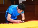 Cầu thủ U23 Việt Nam ký lên lá cờ Chủ tịch QH mang về từ cột cờ Lũng Cú