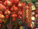 Tràn ngập sắc màu trên các tuyến đường bán đồ trang trí Tết