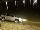 Ô tô 7 chỗ mất lái lao thẳng xuống hồ Xuân Hương Đà Lạt