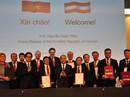 """Thủ tướng """"tiếp thị"""" các nhà đầu tư Áo mua cổ phần DN, đường giao thông..."""