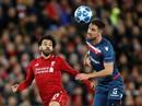 """Liverpool mở đại tiệc bàn thắng, Salah nhận """"quà độc"""" từ CĐV"""