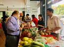 Bánh tét, chả hoa nóng hổi từ Trà Vinh vào hệ thống phân phối TP HCM