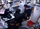 TP HCM: Người dân vây bắt kẻ cướp bịt mặt tấn công nữ nhân viên