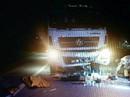 Xe máy đối đầu xe tải, 2 thanh niên thiệt mạng